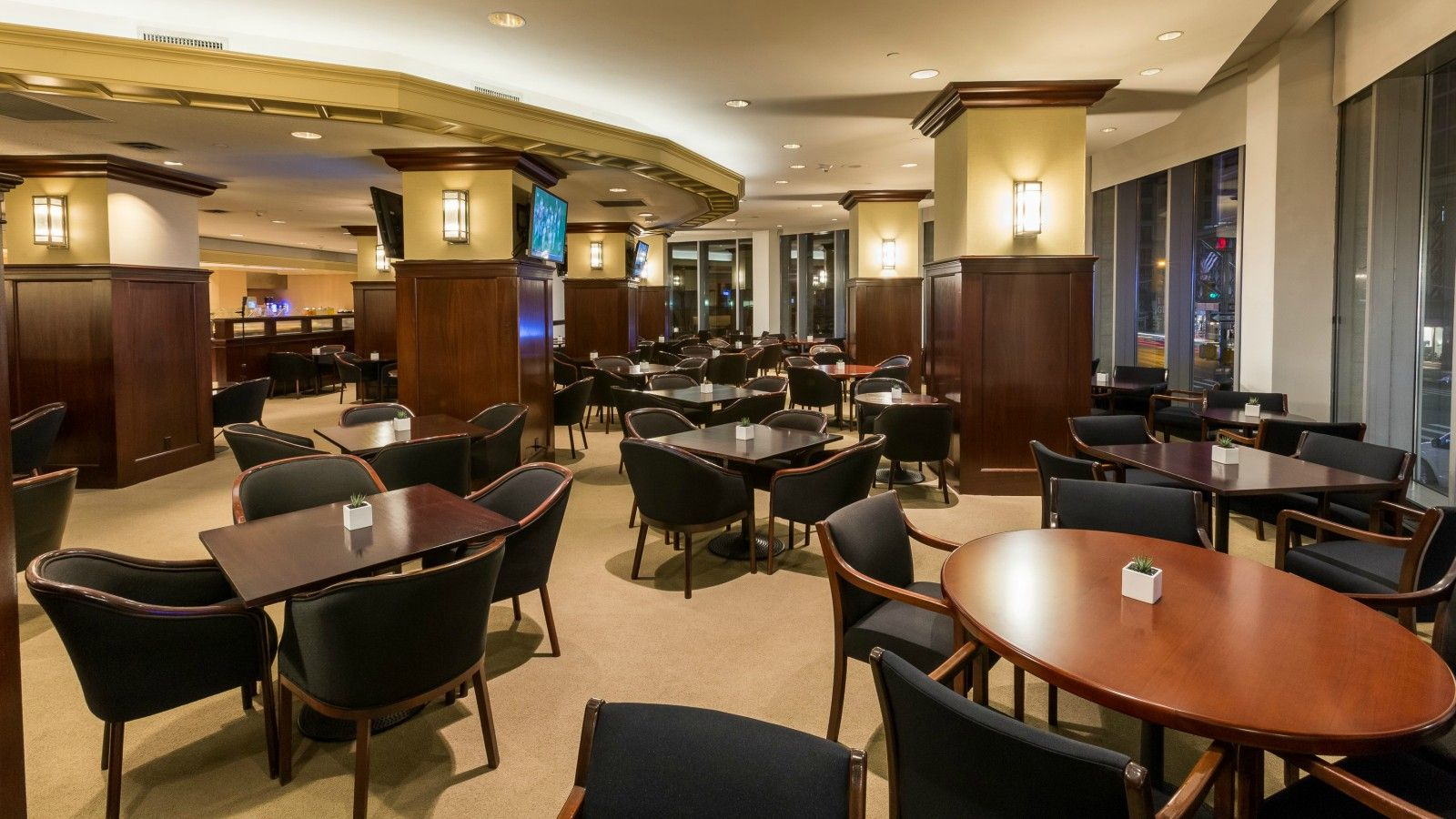 Hotel Features - Sheraton Club Lounge